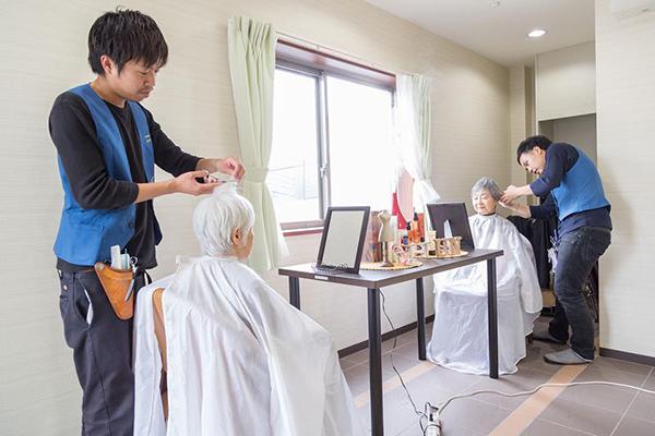 介護研修修了者もいる「訪問美容」、その中身と高齢者への効果 ニフティニュース