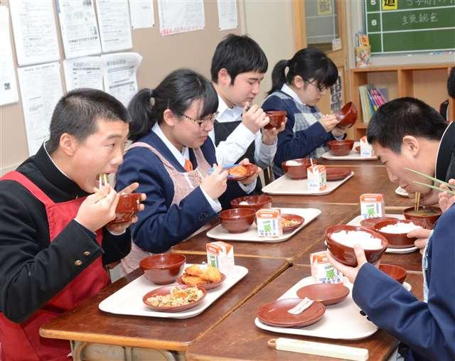 給食の川連漆器使用いったん終了 湯沢市稲川、洗浄自動化で|秋田魁新報電子版