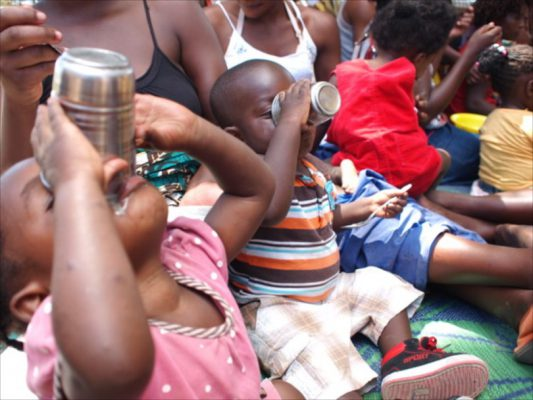 ザンビアの藻「スピルリナ」がアフリカから栄養革命を起こす | The Povertist