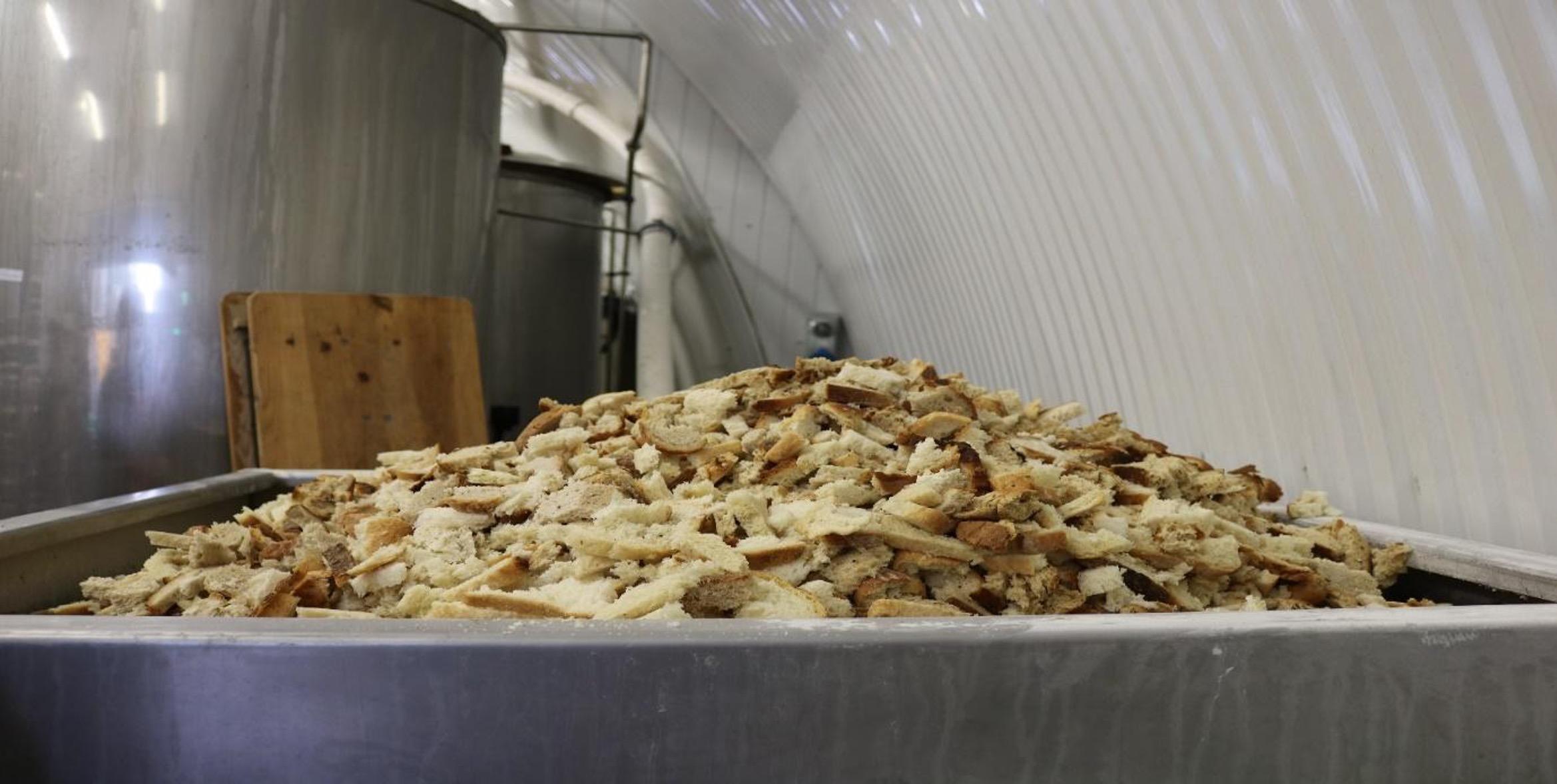 パンがビールに変身 英国の革新的な食品ロス削減 - 日本食糧新聞電子版