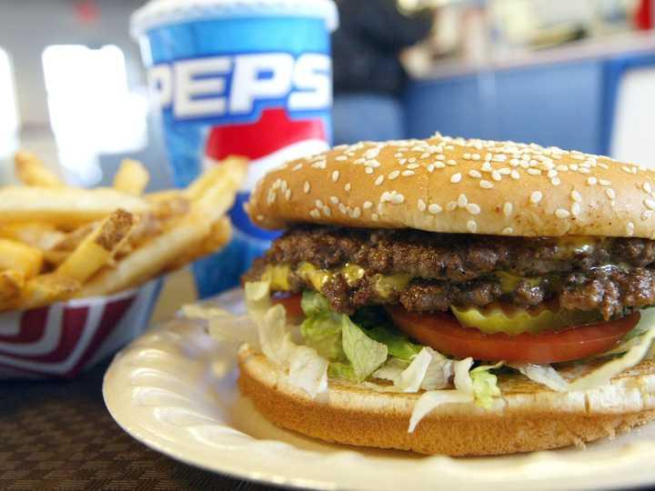 加工食品を食べすぎると老化が加速…最新の調査研究で。がんや糖尿病のリスクも上昇 | Business Insider Japan