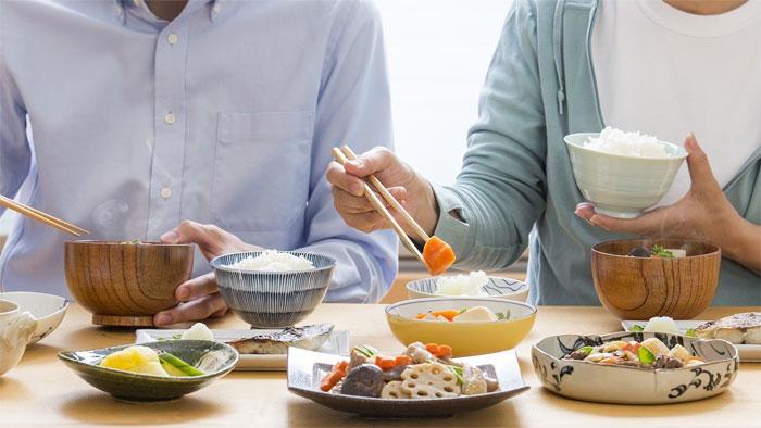 新型コロナウイルスのパンデミックで若い世代の食生活に変化 令和2年度 食育に関する意識調査