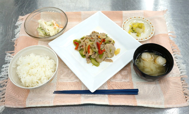日清医療食品が長崎県・活水女子大学で「セントラルキッチン方式」特別授業、「モバイルプラス」で簡便な食事提供を体験|食品産業新聞社ニュースWEB
