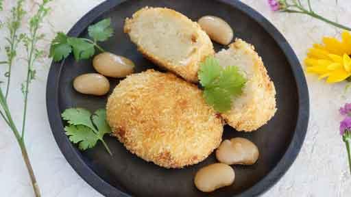 白花豆コロッケ…砂糖で甘く煮付けたものを使う   ヨミドクター(読売新聞)
