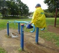 全文表示 | 「青空スポーツジム」公園に行こう! 中高年用「健康遊具」を試してみた : J-CASTヘルスケア