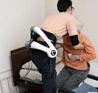 広がる介護ロボット、中腰作業の支援や睡眠状態を把握 - 熊本日日新聞