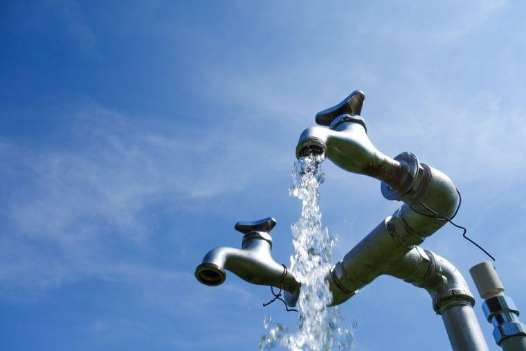 水道水とミネラルウォーター類の違いとは?