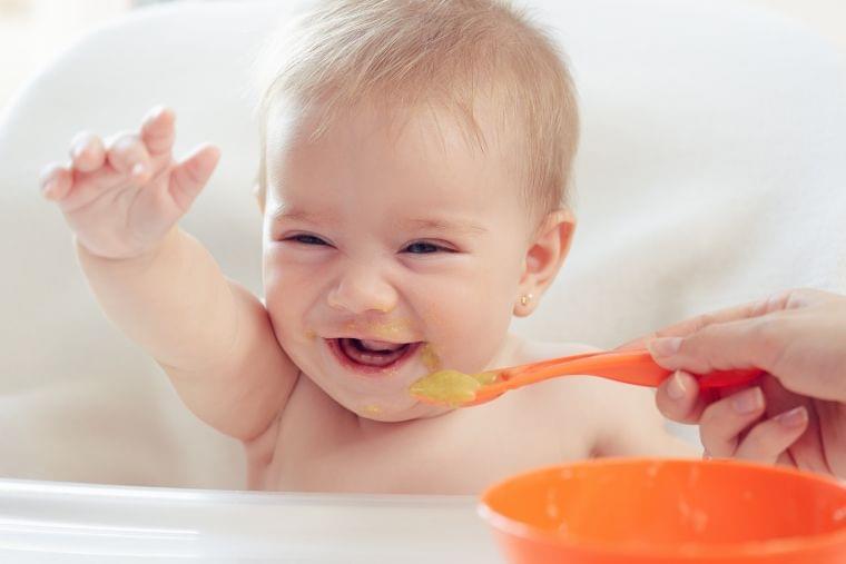 離乳食の必要性とはじめる時期