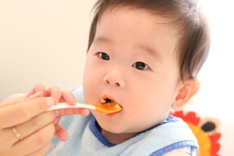 スプーンを使った離乳食の食べさせ方
