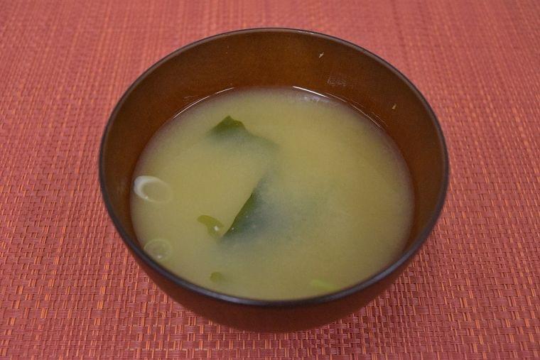 【レシピ】わかめとねぎの味噌汁