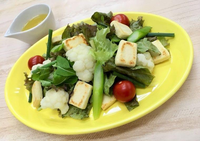 【管理栄養士監修レシピ】こうや豆腐のビーガンサラダ