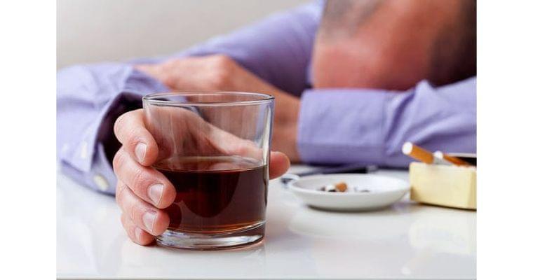 飲み続けたいならまず禁煙 がんのリスクたばこが助長|ヘルスUP|NIKKEI STYLE