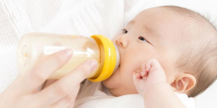 まずは焦らずよく観察!赤ちゃんの吐き戻しの原因の見極め方 Doctors Me(ドクターズミー)
