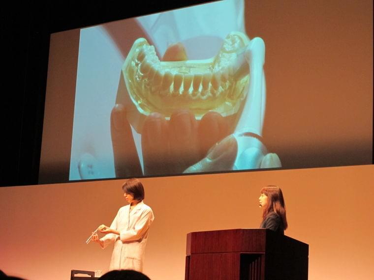 「歯の健康シンポジウム」で注目を集めた歯周病ケアの最新事情|@DIME アットダイム