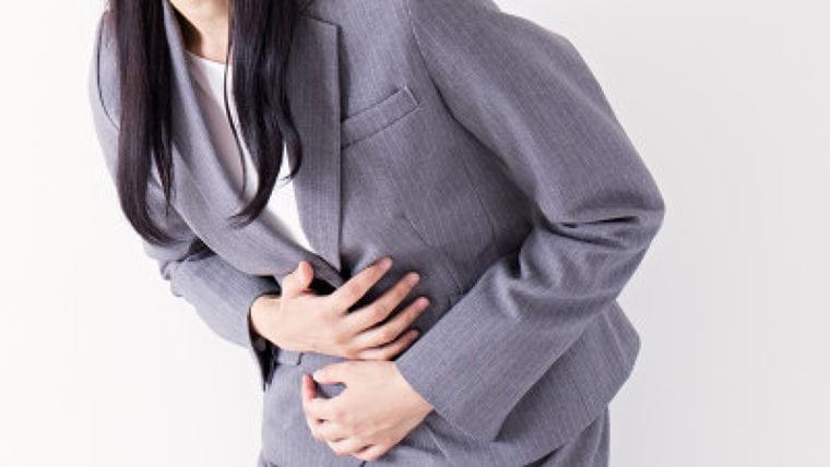 「逆流性食道炎」とはどのような症状? 原因や治療法は? | Mocosuku(もこすく)