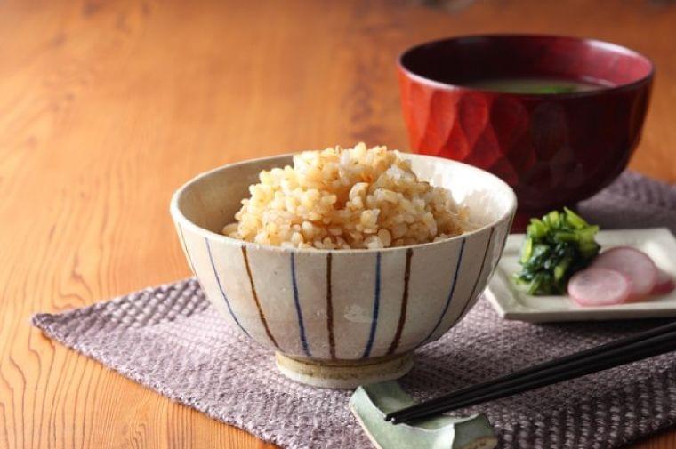 """体に良いはずの食材が""""毒""""に!? 玄米を浸水させる""""本当の理由""""が衝撃的   NewsWalker"""