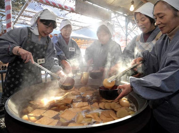 あつあつ大根だき、食べて健康願う 京都・千本釈迦堂 - 京都新聞