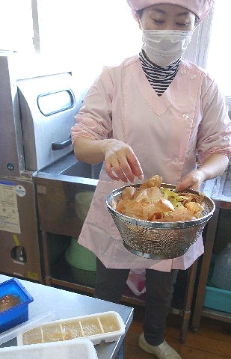 ファイトケミカル<上>「野菜はすべてが宝物」 皮・種・芯でだし汁 甘くて元気に 熊本の保育園で実践 - 西日本新聞