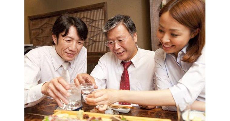 二日酔い・悪酔い防止には つまみの「食べ順」大事|ヘルスUP|NIKKEI STYLE