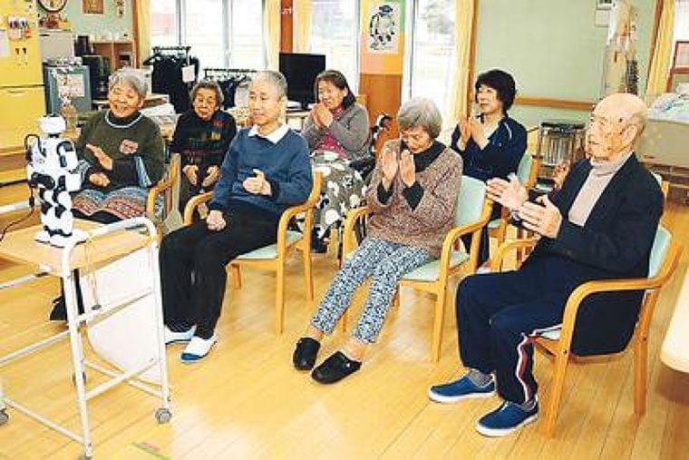 介護現場もハイテク時代 県内施設ロボ導入進む - 北日本新聞