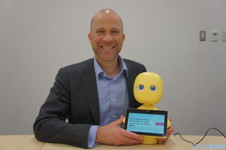 健康見守る黄色いロボット「Mabu」、日本でどう普及させる?