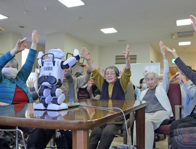 介護施設コミュニケーションロボ 孫より可愛いと高齢者に人気 (1/1)| 介護ポストセブン
