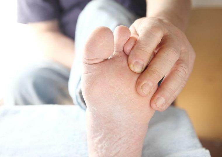 「浮き指」で肩こり、頭痛、下半身太りに!原因と対策を解説 (1/1)| 介護ポストセブン