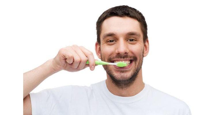朝すぐ・昼さっと・夜しっかり 歯周病を防ぐ歯磨き術 ヘルスUP NIKKEI STYLE