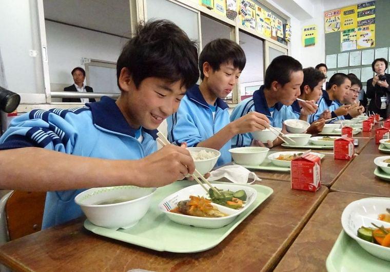 栄養満点、タニタの給食 川崎市立中に登場|カナロコ|神奈川新聞ニュース