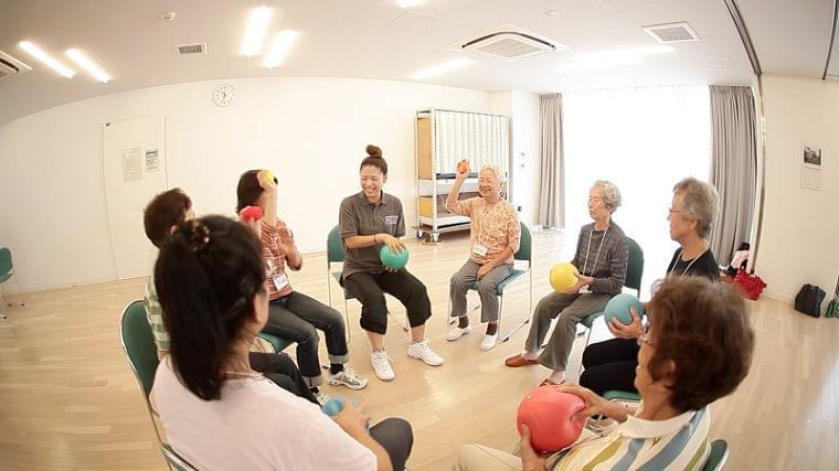 「シナプソロジー」高齢者の心身機能に良好な影響か!? (1/1)  介護ポストセブン