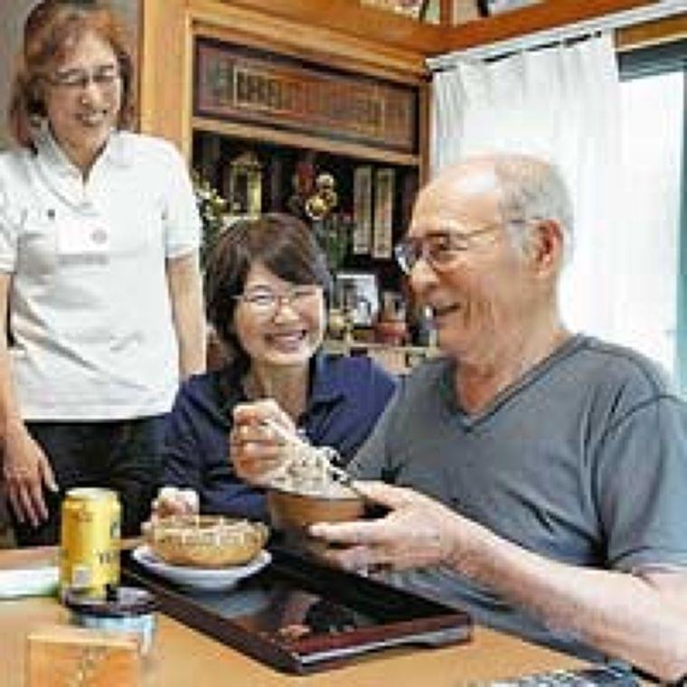 高齢者  食を楽しむ(上)食べ方改善  脱ペースト食 : yomiDr. / ヨミドクター(読売新聞)