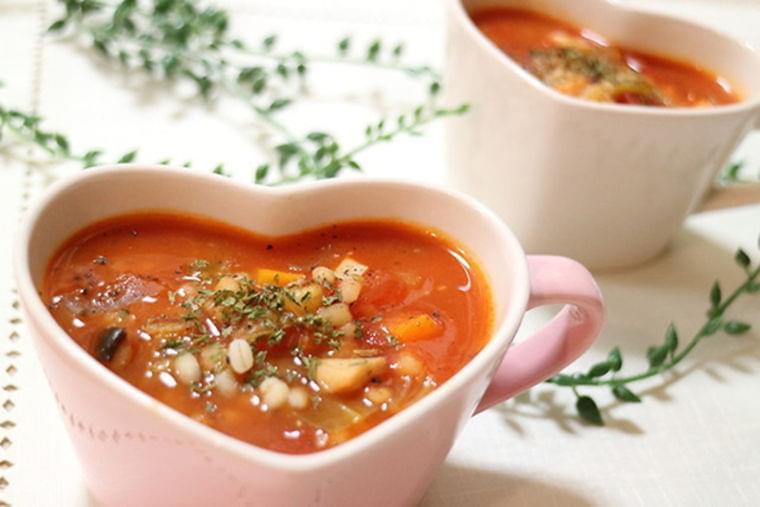 ダイエット&冷え対策! もち麦入り、具だくさんの食べるスープの作り方 | MYLOHAS