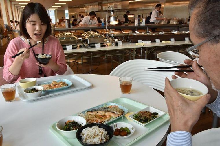 ニッポンの食卓:第3部 それって健康?/7止 糖質と正しく付き合う - 毎日新聞