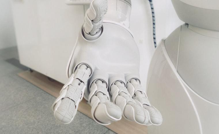 普及の起爆剤はヒット作 介護ロボット市場規模、昨年度は縮小 矢野経済研究所