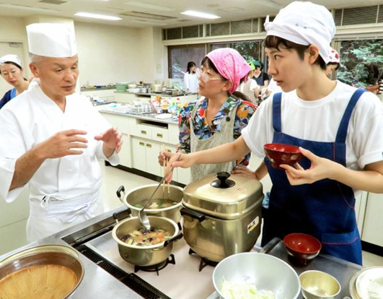 県産食材の給食提案 「分とく山」総料理長野崎洋光さん   県内ニュース   福島民報