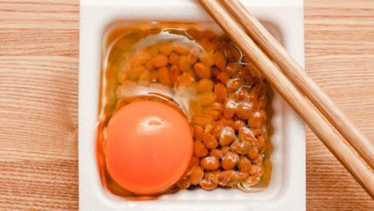 納豆・タマゴ、実はNG? 栄養価で見る食べ合わせのホント | Mocosuku(もこすく)