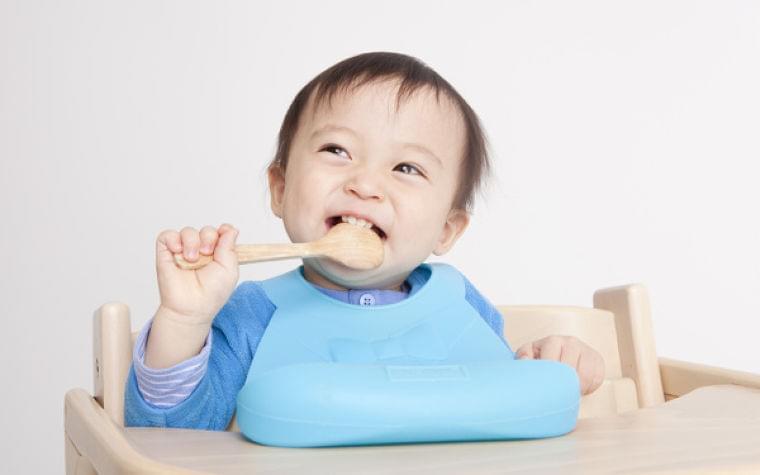 離乳食の栄養「ちゃんと足りてるか不安…」いつから、なにを、どれくらい?【ママ管理栄養士が解決「離乳食のお悩みあるある」 第3回】|ウーマンエキサイト(1/2)