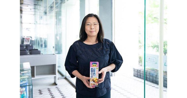 働くママの罪悪感を解消 時短調理バッグ開発の舞台裏|WOMAN SMART|NIKKEI STYLE