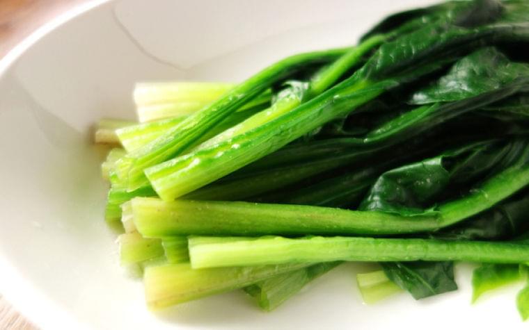 「たっぷりのお湯」にはワケがある! 青菜の栄養を逃さないコツ - 【E・レシピ】料理のプロが作る簡単レシピ[1/2ページ]