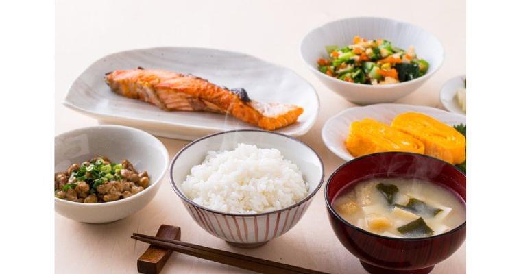 高血圧防ぐ「DASH食」 野菜や果物、ナッツ多めに|ヘルスUP|NIKKEI STYLE