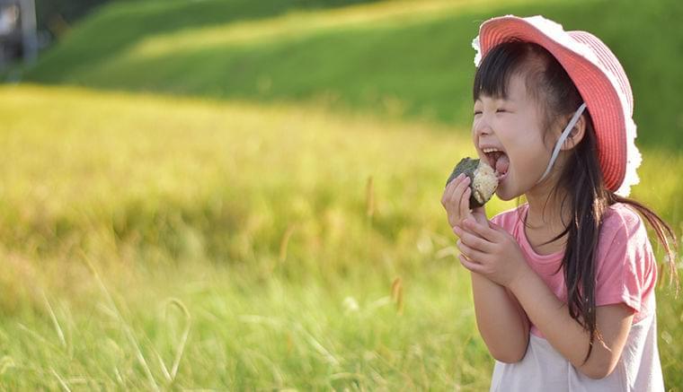 おにぎりの写真投稿で、世界の子どもたちに100万食の給食提供 - NEWS SALT(ニュースソルト)
