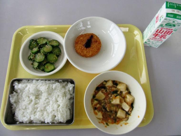 学校給食、栄養ピンチ 食材高騰、献立の工夫追いつかず  :日本経済新聞