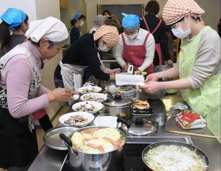 手軽に栄養を 即席麺使い料理セミナー 横須賀|カナロコ|神奈川新聞ニュース