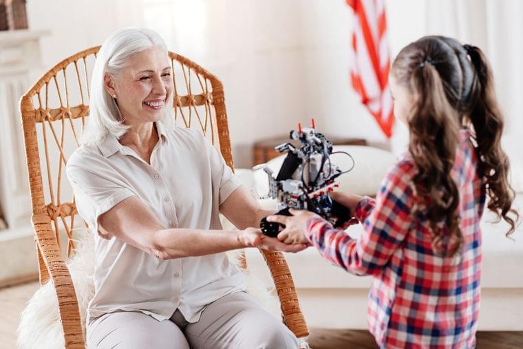 シニア世代の一人暮らしを支える介護ロボット、米大学がテスト実施中 | 世界のソーシャルグッドなアイデアマガジン | IDEAS FOR GOOD