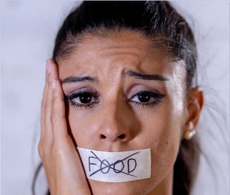 食べ物にむせたら要注意…人は「口から老いる」の悪循環(日刊ゲンダイDIGITAL) - Yahoo!ニュース