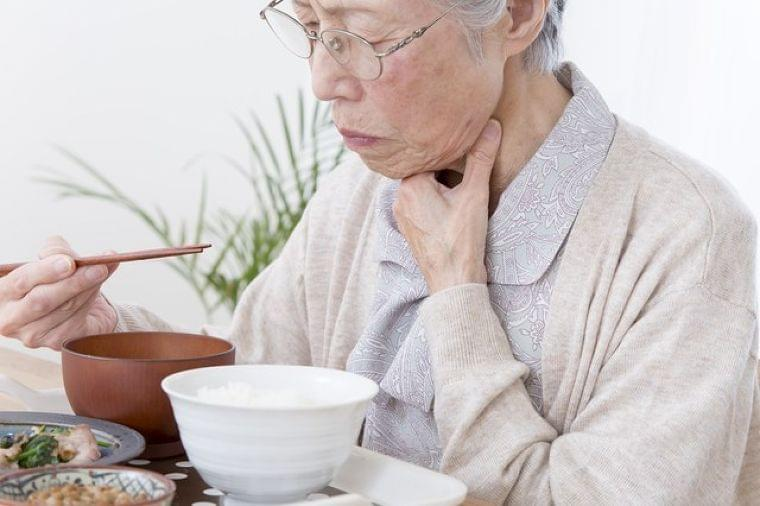 一つでも当てはまったら医師と相談!「食べる力」6つのチェックポイント/介護NOW | 日本老友新聞 [ro-yu.com]