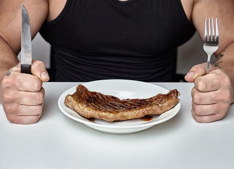 「筋トレ後にステーキ」は大間違いな理由 | プレジデントオンライン