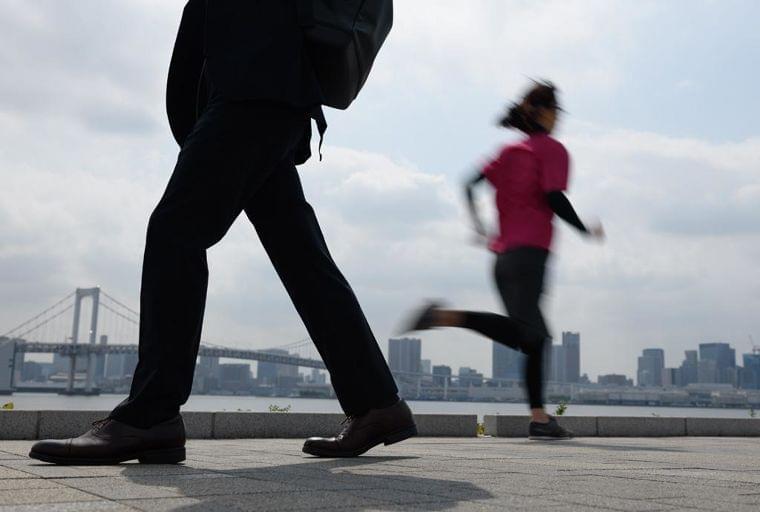 健康には走るより歩いた方がいい? 医師が教える「体によい」運動強度 (1/3) 〈AERA〉|AERA dot. (アエラドット)
