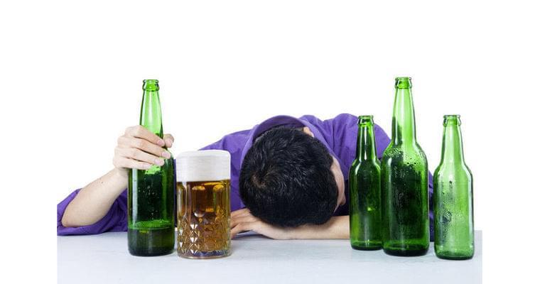 お酒を飲むと脳が縮む では休肝日を設ければ大丈夫?|ヘルスUP|NIKKEI STYLE