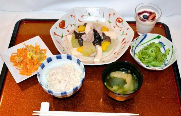 味の素 沖縄独自の栄養レシピ開発 野菜をいっぱい摂取   沖縄タイムス+プラス ニュース   沖縄タイムス+プラス